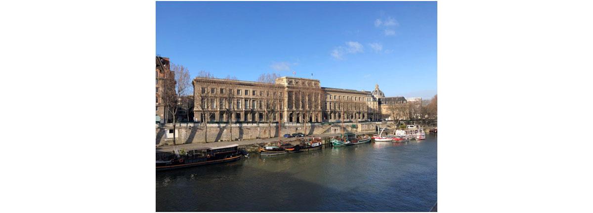 Kolorowe zdjęcie z Paryża, widok na Sekwanę